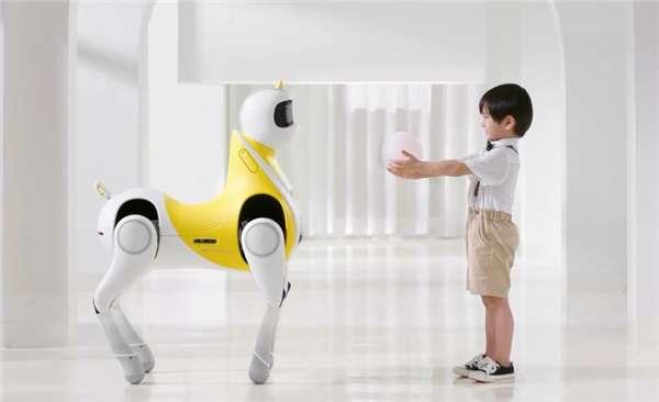 小鹏发布全球首款可骑乘智能机器马